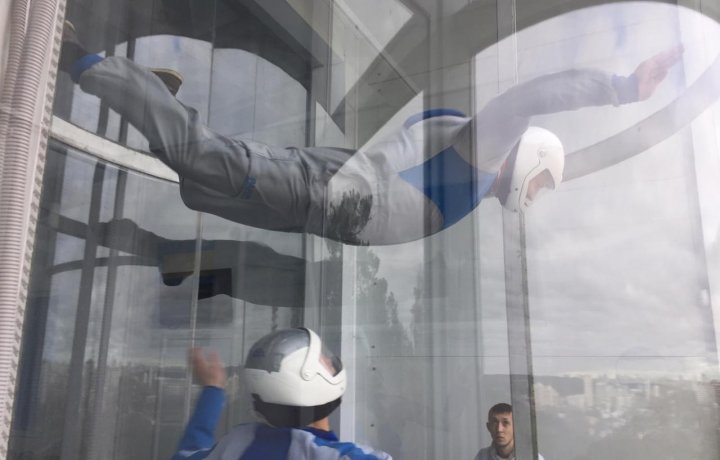 ExtraОбзор полёта в аэротрубе от компании Free Fly